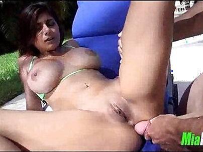 Chubby and horny sex piano girl Mia Khalifa takes every inch of hard dick