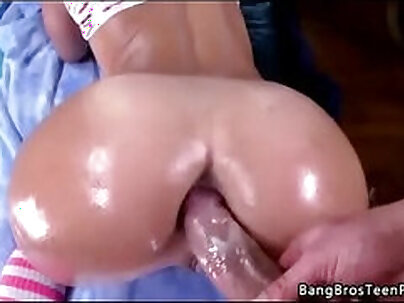 Bubble butt white girl ready for anal sex