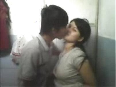 Di kamar mandi hot