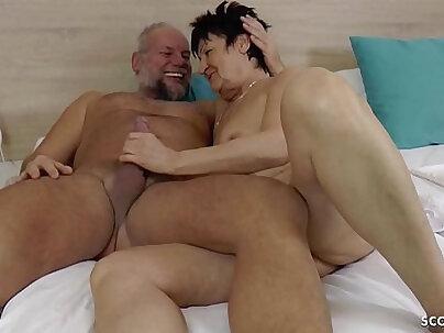 Deutsche oma und opa drehen ihren ersten porno german granny
