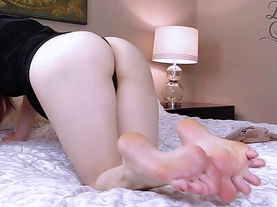 Feet and pantyhose masturbation instructions by lady fyre