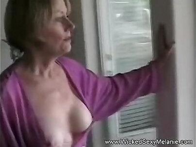 Mom sucks the cock of a juicy guy