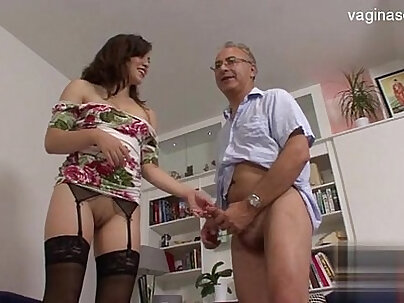 Amateur 18 years old fucked by bigcock