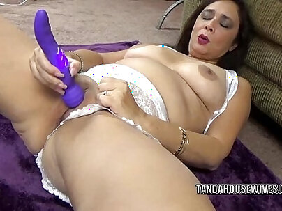 Mature Sexy Brunette Toys Her Twat One More Time
