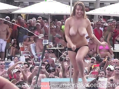 Milf flashes and exposes boobs for money