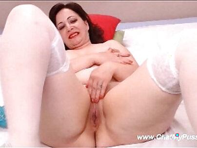 Busty MILF Masturbating Wide Holes On Webcam