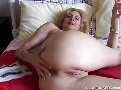 Sexy Cam Girl Fuck American Thailand Cougar Worship, Pussy, Ass and Tongue