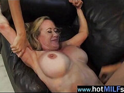 Mature woman in a threesome how she got plz