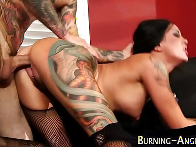 Tattooed babes gets her opening horn
