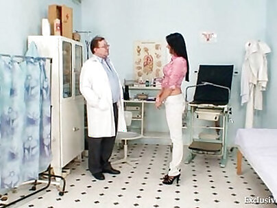 Brunette babe getting fucked by horny doctor