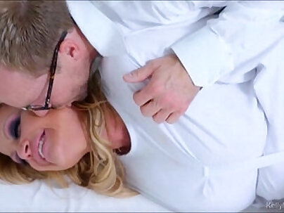 Hot Kelly Madison rubbing her cunt hard