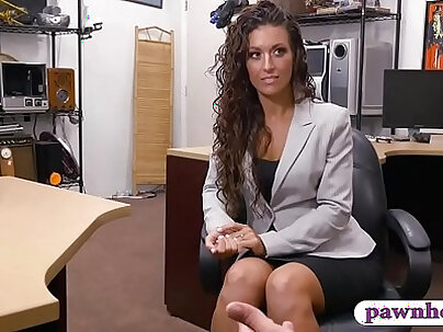 Woman convinced to fuck with pawn dude